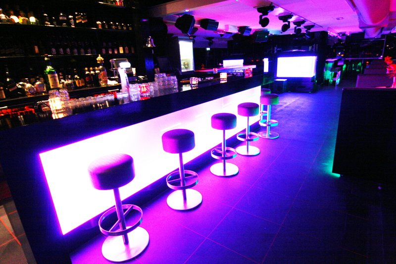 The gallery for --> Lounge Bar People